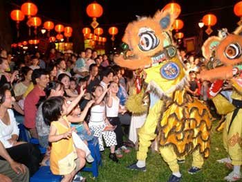 A Trung Thu party with Dragon Dancing
