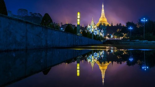 Golden Sule Pagoda at night